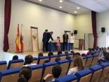 La ganadora de Cantabria XXXVII Edición, explicando su trabajo.