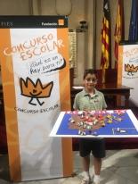 El ganador de Baleares, David Roca Mudarra, mostrando su trabajo