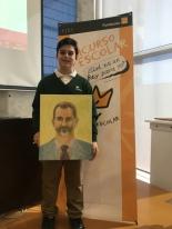 El ganador de Murcia, Iker Sabate Camacho, mostrando su trabajo.