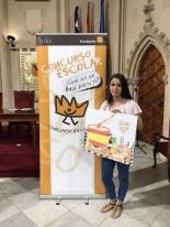 La ganadora de las Islas Baleares de la XXXVII Edición mostrando su trabajo