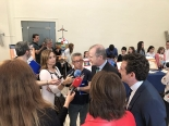 Autoridades y medios durante el evento