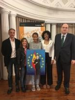 La ganadora de Aragón, Ana Julia Millán de Souza, con las Autoridades.