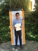 El ganador de Andalucía, Fernando Borrallo Forte, mostrando su trabajo.