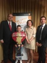 El ganador de Asturias, Iker Vázquez López, con Autoridades.